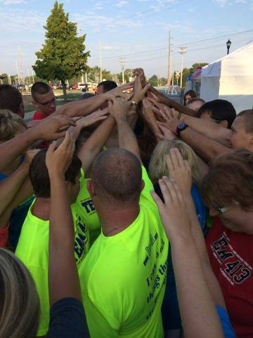Grand Lake TEAM 413 praying before the race